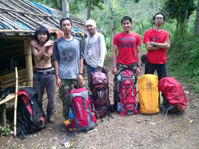 Ada beberapa tipe anggota tim pendakian lho.. (foto: koleksi dewe)