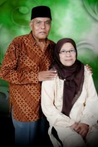 Kenalkan, Bapak (alm) dan Ibu. (foto koleksi dewe)